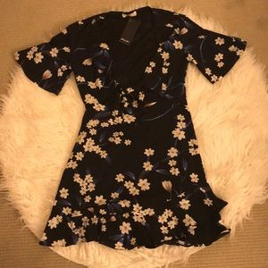 NWT Tie-Front Floral Dress